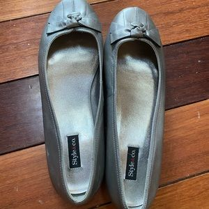 Style & Co ballet flats silver leather with knot